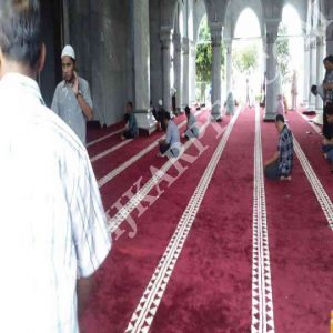 Pemasangan Karpet Masjid Al Mi raj Rest Area KM 97