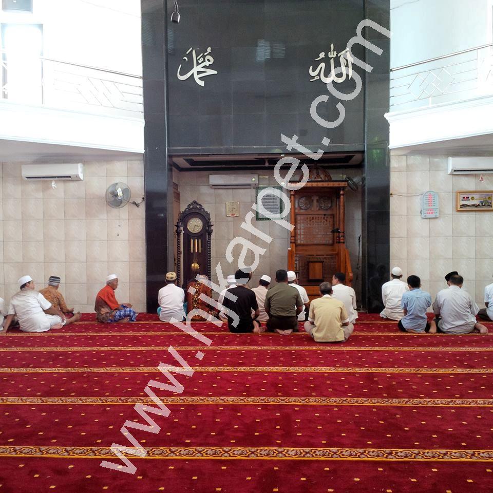 Pemasangan Karpet Masjid Jami Baitul Barkah Beji DEPOK